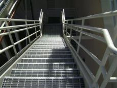 تصویر گریتینگ پله ساخته و نصب شده در مکان مورد نظر